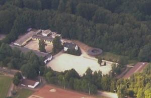 Luftbild der Reitanlage Petter in Höhr-Grenzhausen, Kreis Westerwald